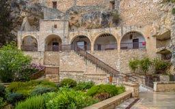 Rzeźbiący za klauzurze przy monasterem Cypr obrazy royalty free