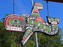Rzeźbiący znaka dom zabójcy wieloryb, ostrzeżenie zatoka, BC Obrazy Stock