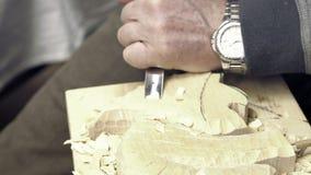 Rzeźbić ścinaki na stole Artystyczni drewien narzędzia zbiory