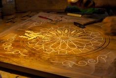 Rzeźbić drewnianego stół Obrazy Stock