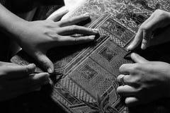 Rzeźbić drewniany dla meblarskiego Myanmar stylu obrazy royalty free