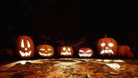 Rzeźbić Halloween banie w strasznym lesie przy nocą royalty ilustracja