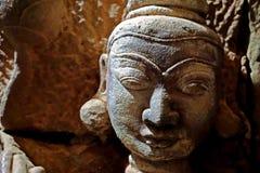 rzeźbi inside antyczną Htukkhanthein świątynię, Mrauk U, Rakhine stan, Myanmar fotografia stock