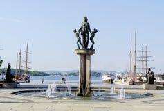 Rzeźbi na przodzie urząd miasta w Oslo Norwegia zdjęcia stock