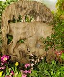 rzeźbi słonia rodzina robi staremu drewnu Obrazy Royalty Free
