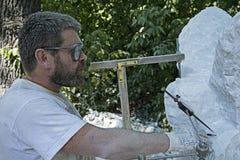Rzeźbiarz przy pracą zdjęcie stock