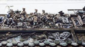 Rzeźbiony dach Chua półdupków Thien Hau buddyjska świątynia w Ho Chi Minh mieście, Wietnam obrazy stock