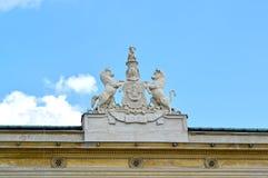 Rzeźbiony skład żakiet ręki nobilowie Urusky na budynku pałac Warszawa, Polska Obraz Royalty Free