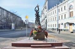 Rzeźbiony skład dedykujący ofiary terrorystyczny atak w Besłan moscow Obraz Royalty Free