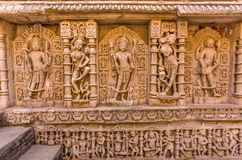 Rzeźby bóg i boginie przy Rani ki vav w Patan, Gujarat zdjęcie stock