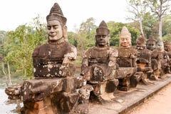 Rzeźby demony przy południe bramą Angkor Thom, Kambodża Obrazy Stock