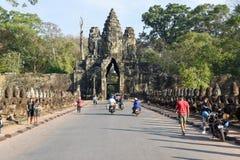 Rzeźby demony przy południe bramą Angkor Thom, Kambodża Zdjęcia Stock