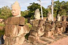 Rzeźby demony przy południe bramą Angkor Thom, Kambodża Zdjęcia Royalty Free