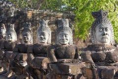 Rzeźby demony przy południe bramą Angkor Thom, Kambodża Zdjęcie Stock