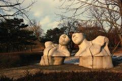 Rzeźby ` dialog ` w Seul Olimpijskim parku obrazy stock
