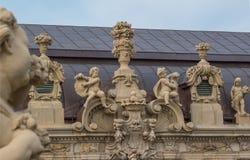 Rzeźby na dachu pałac Zwinger dresden German Obraz Royalty Free