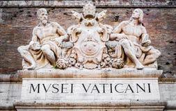 Rzeźby nad wejście Watykański muzeum w Rzym obraz royalty free