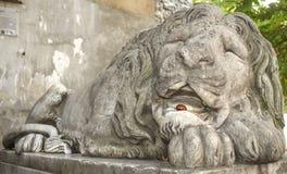Rzeźba sypialny lew Zdjęcia Royalty Free