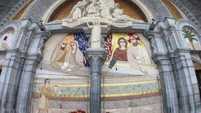 Rze?ba ?wi?ty Mary na outside R??a?cowa bazylika Lourdes, Francja zbiory