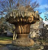 Rzeźbiona dekoracyjna waza w Francuskim parku Obraz Royalty Free