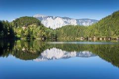 Rze del ¼ di Achstà di area di protezione di Andscape Il lago Piburger vede ed alpi nei precedenti Più vecchie prerogative di nat Fotografia Stock Libera da Diritti