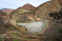 Rzeczna dolina i wioska w górach Fotografia Royalty Free
