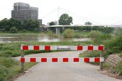 Rzeczna Neckar powódź, blokada drogi znak, bariera zdjęcie royalty free
