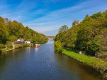 Rzeczna odzież w wiośnie w Durham, Zjednoczone Królestwo zdjęcia royalty free
