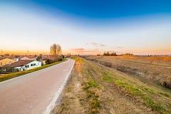 rzeczna pobliska mała wioska Fotografia Stock