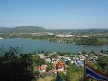 Rzeczna widoku nabrzeża społeczności góra obrazy royalty free