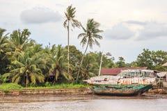 Rzeczna wirh łodzi wioska Fotografia Royalty Free