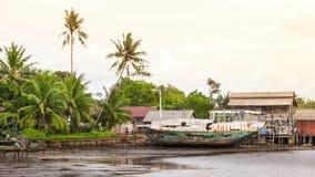 Rzeczna wirh łodzi wioska Obraz Stock