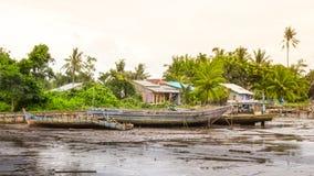 Rzeczna wirh łodzi wioska Zdjęcia Royalty Free