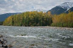 Rzecznego ` Śnieżny ` w jesieni Fotografia Royalty Free