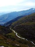 Rzeczny bieg przez Alps Obrazy Stock