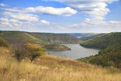 Rzeczny chylenie Przy jesień krajobrazem Zdjęcia Stock