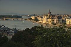 Rzeczny Danube i Węgierski parlament od Budy Roszujemy Obraz Stock