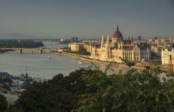 Rzeczny Danube i Węgierski parlament od Budy Roszujemy Fotografia Stock