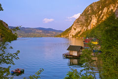 Rzeczny Drina - krajowy natura park w Serbia zdjęcie stock