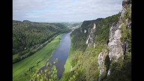 Rzeczny Elba w sasa Szwajcaria odgórnym widoku blisko Bastei mostu, Sachsen, Niemcy zbiory