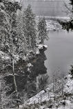 Rzeczny jar i skały w zimie Zdjęcia Stock