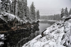 Rzeczny jar i skały w zimie Zdjęcia Royalty Free