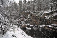 Rzeczny jar i skały w zimie Obrazy Royalty Free