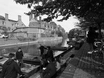 Rzeczny krzywka punting w Cambridge w czarny i biały zdjęcia stock
