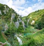 Rzeczny meandering między kamiennymi wzgórzami jar Fotografia Stock