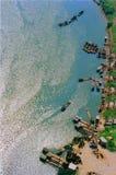 Rzeczny port z łodziami zdjęcia stock