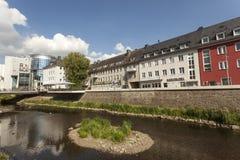 Rzeczny Sieg w mieście Siegen, Niemcy Zdjęcia Royalty Free