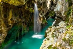 Rzeczny Soca blisko Bovec, Slovenia Fotografia Stock