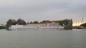 Rzeczny statek na doku Obraz Stock