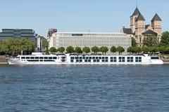 Rzeczny statek wycieczkowy ANTOINETTE w Kolonia, Niemcy obrazy stock